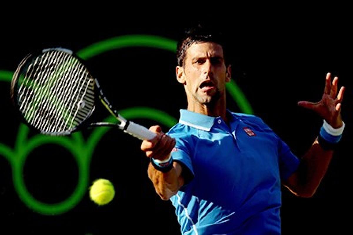 Defending champ Djokovic advances