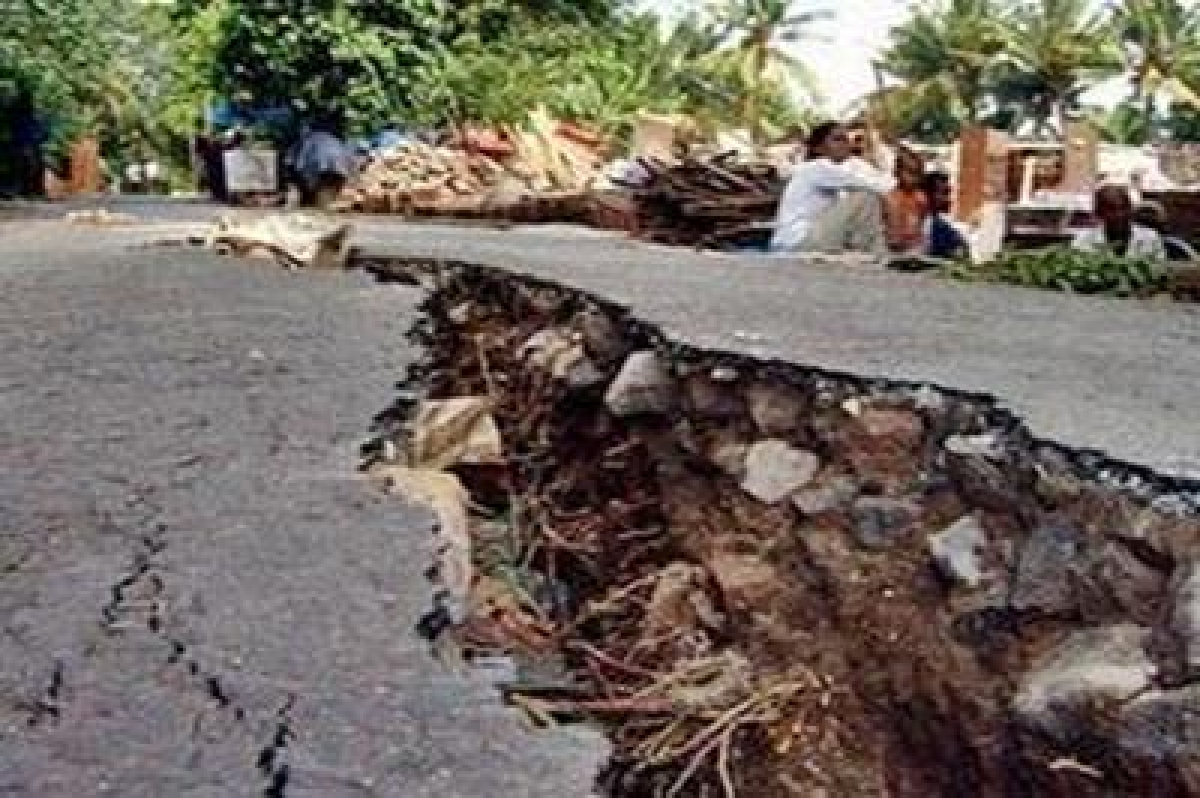 One killed, cracks in buildings in quake-hit West Bengal