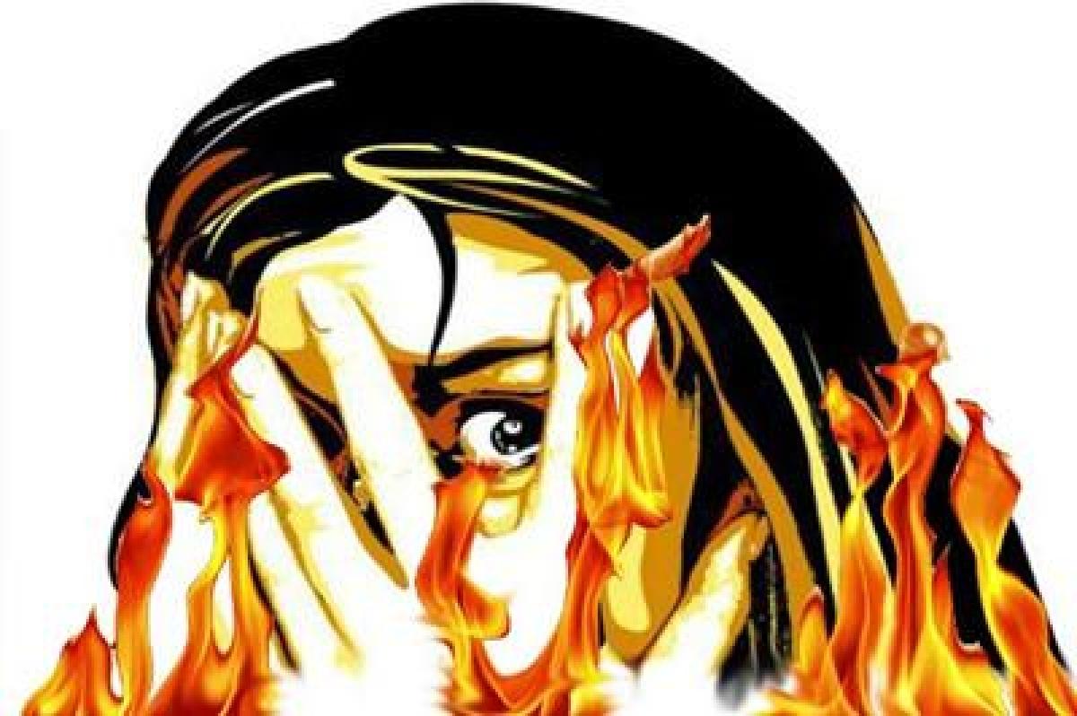 Bhopal: Teenager sets self on fire, dies