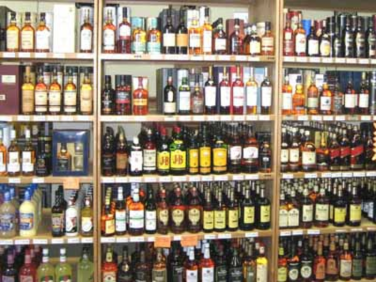 Andhra government takes major step towards liquor prohibition; to take over all liquor shops from Oct 1