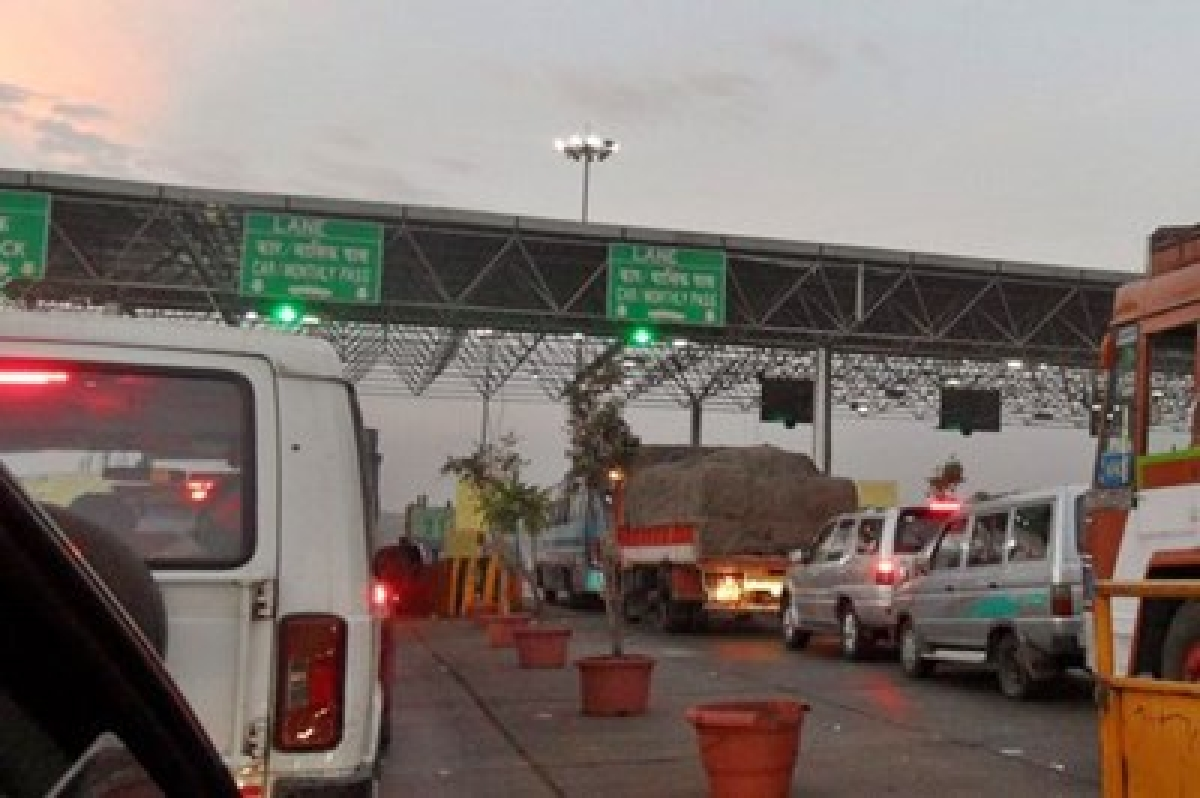 No toll for light vehicles on 53 plazas from Sunday