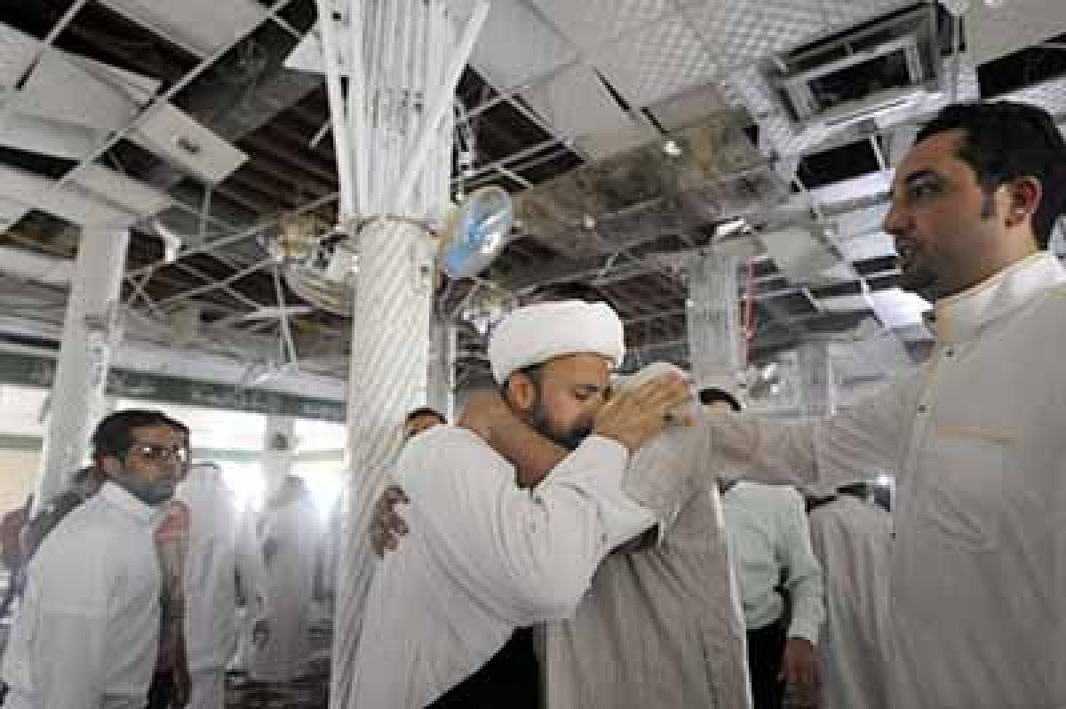 Suicide bomber spills   blood in Saudi mosque