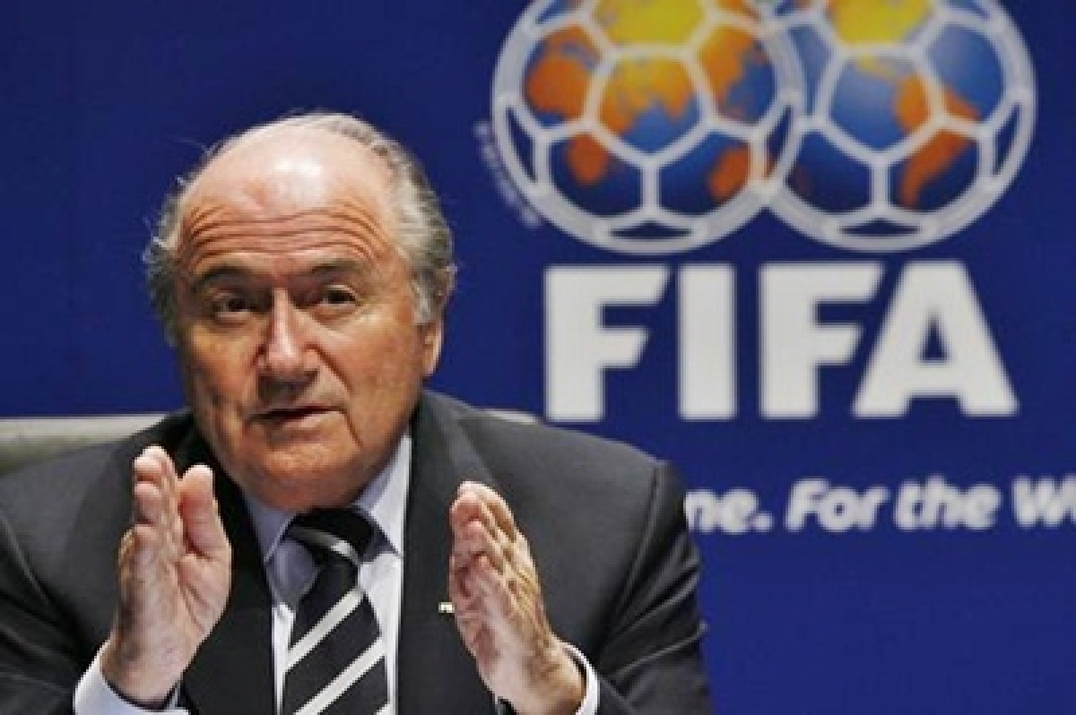 Sepp Blatter to continue as FIFA president until Feb 2016