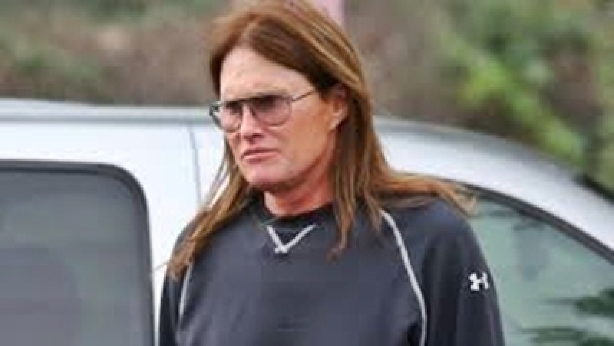 Bruce Jenner borrows designer gowns from ex-wife Kris?