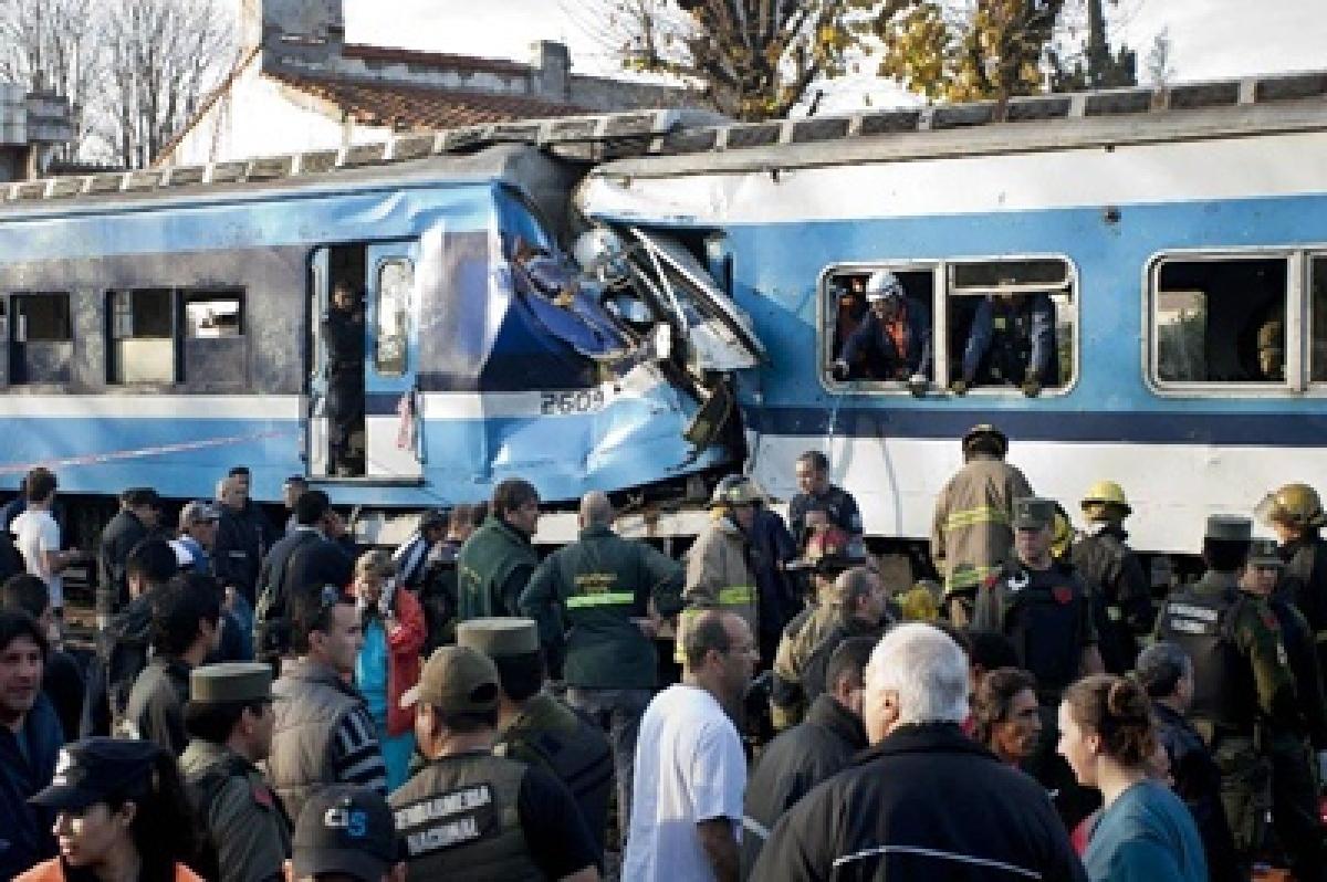 Argentina train crash injures 40
