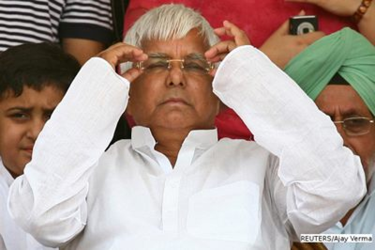 'BPL card holder gifts land worth `1 cr to Lalu family'