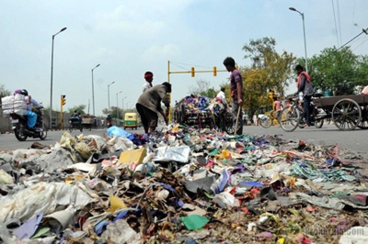 Persuade MCD workers to call off strike: Najeeb Jung to Delhi Mayors