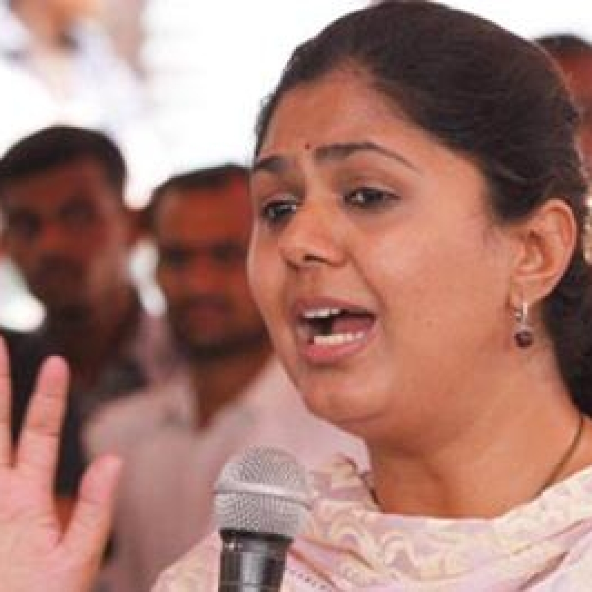 Pankaja Munde disapproves BJP attack against MVA govt in COVID-19 crisis, says this is not a time to play politics