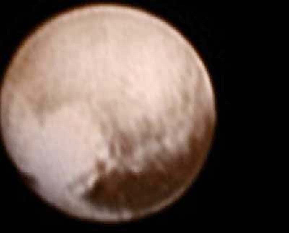 NASA craft discovers heart shape on Pluto as flyby nears