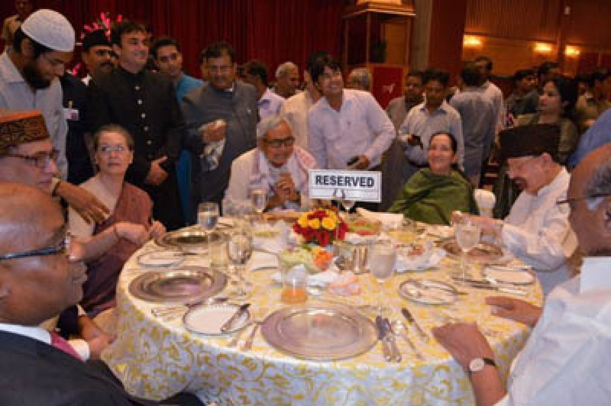 Oppn flaunts unityat Sonia's iftar party