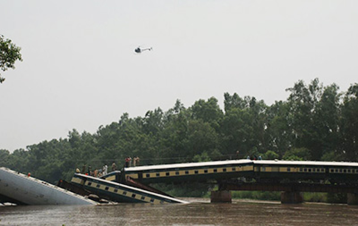 Pak loses senior army officers as train falls into an old canal