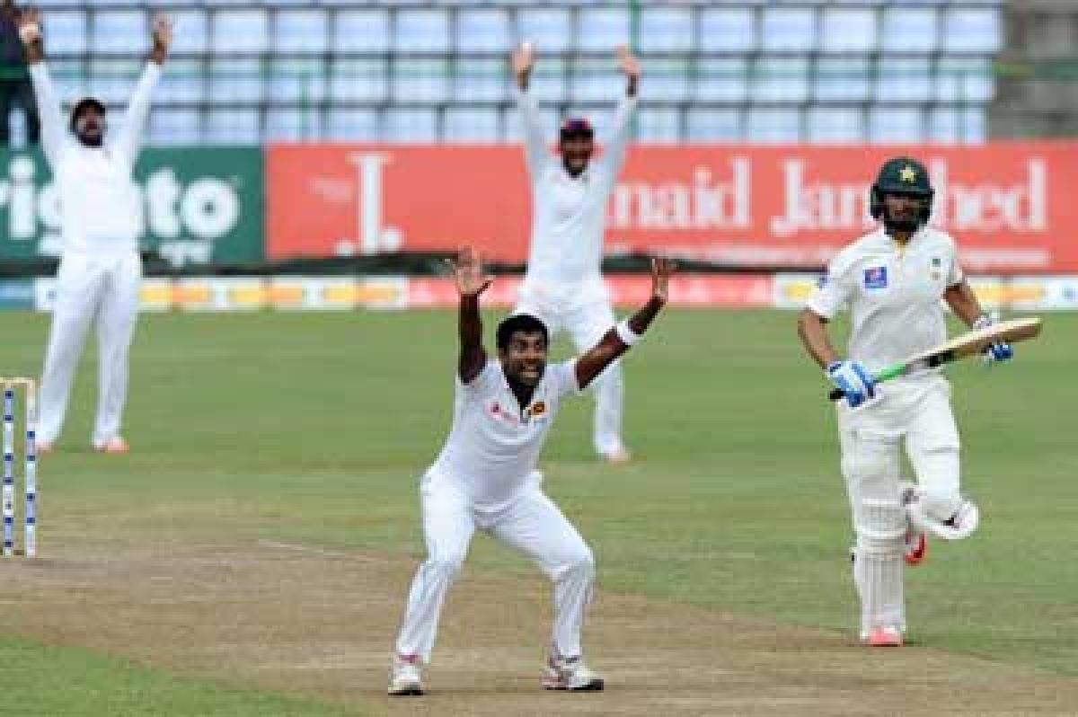 Woeful Pakistan concede advantage to Sri Lanka