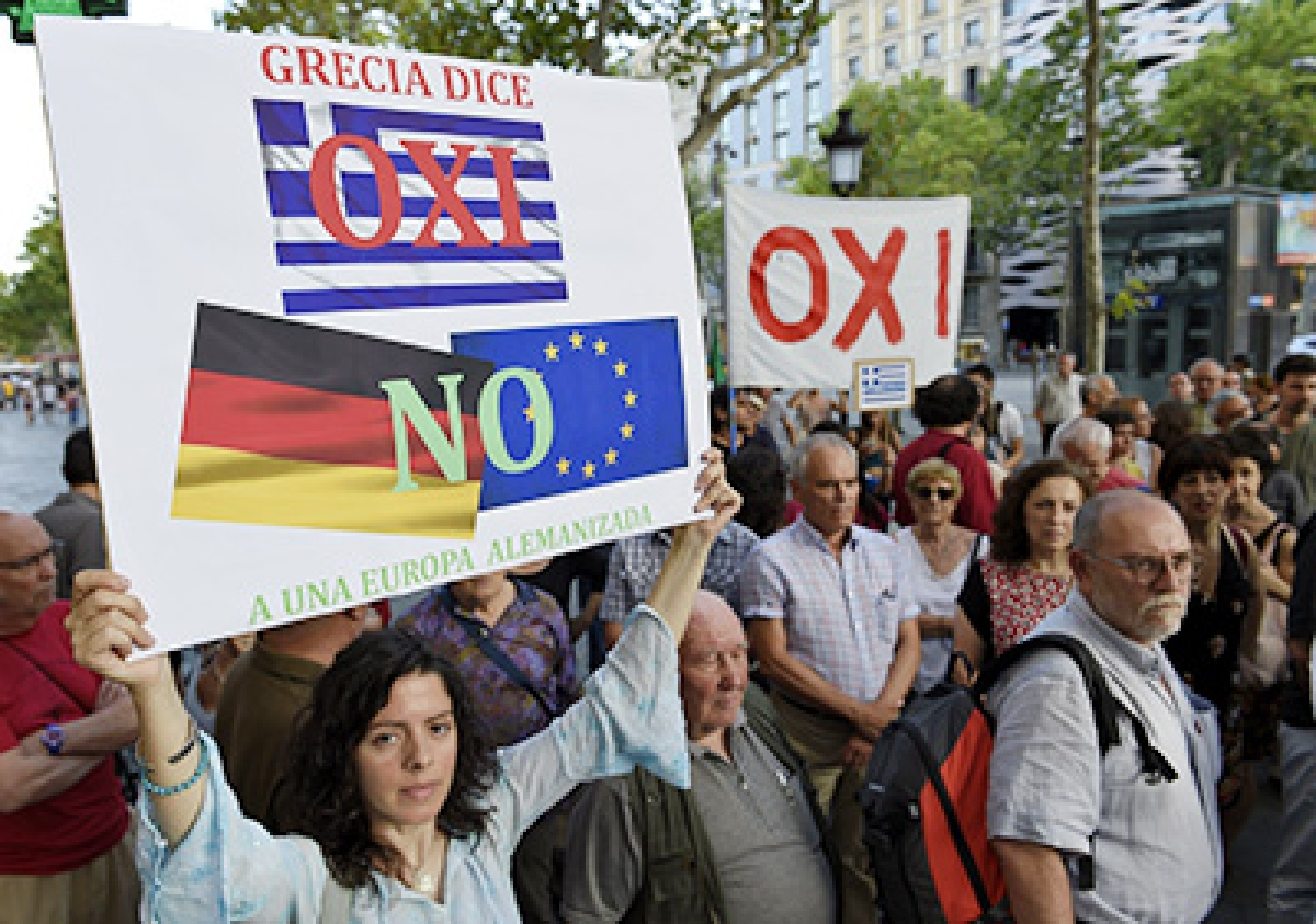 Defiant PM rejects Grexit; fears as he rallies 'No' vote