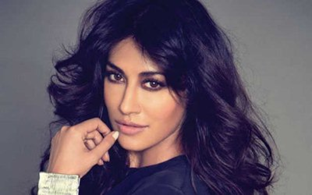 An intimate Holi with family for Chitrangada