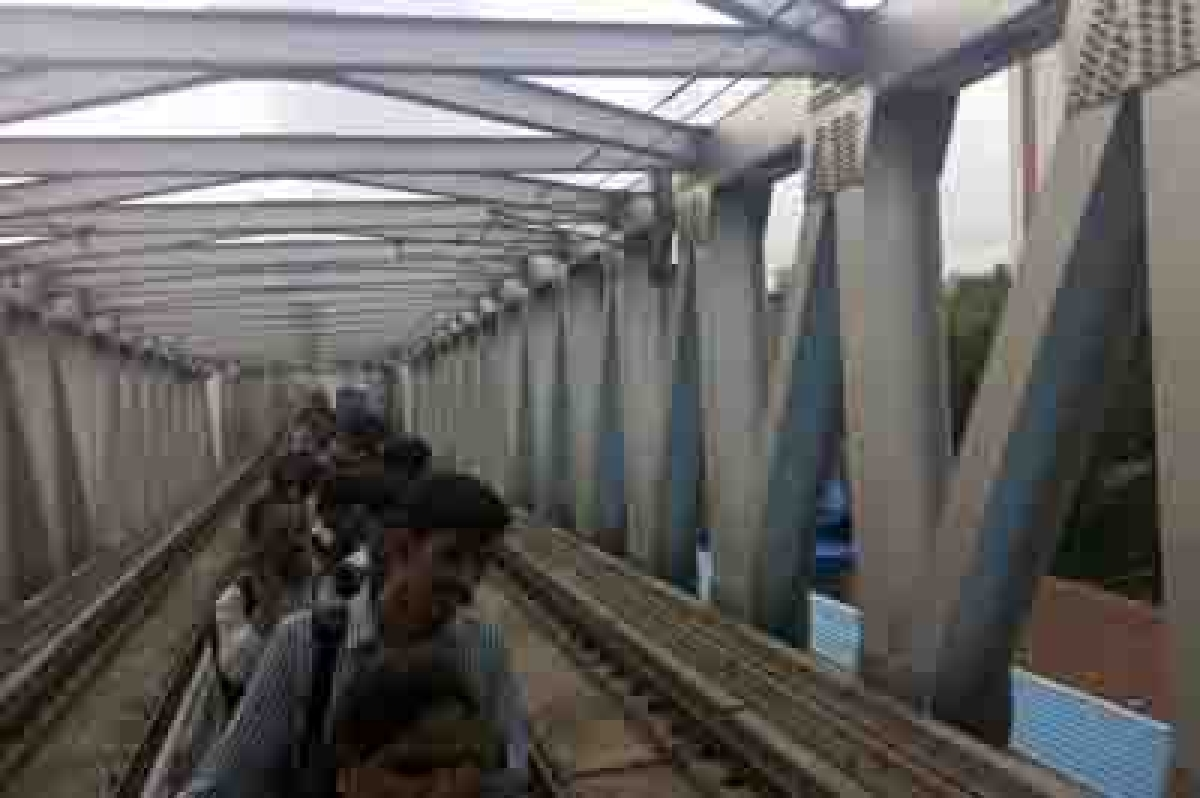 Elevated trek for Metro commuters