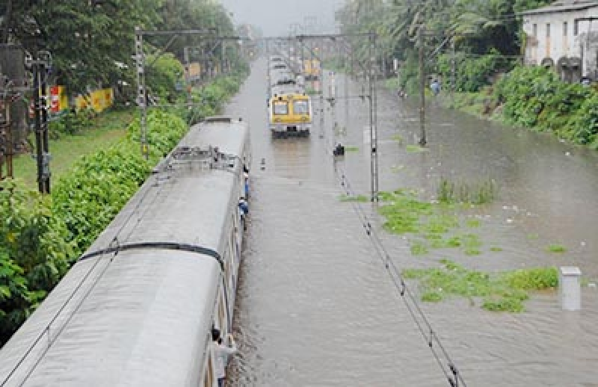 Heavy rain after dry  spell chills Mumbai