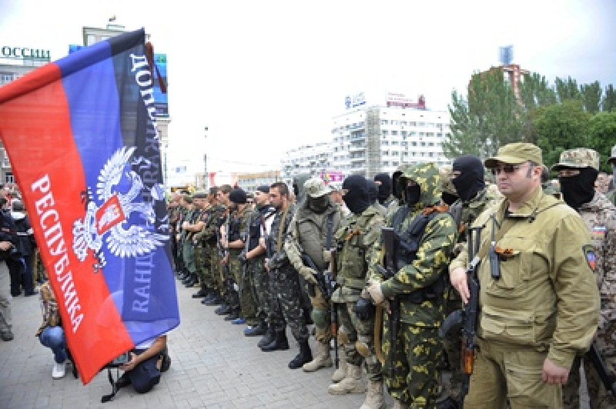 Ukrainian military, Russian separatists accuse each other of shelling in Donetsk