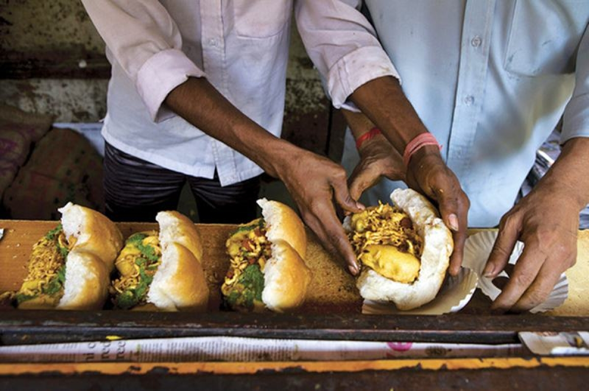 Ashok vada pav<br />Picture credits: travelfoodindia.com