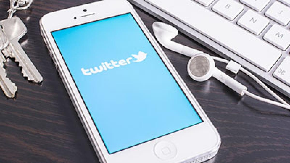Twitter cracks down on  accounts stealing jokes