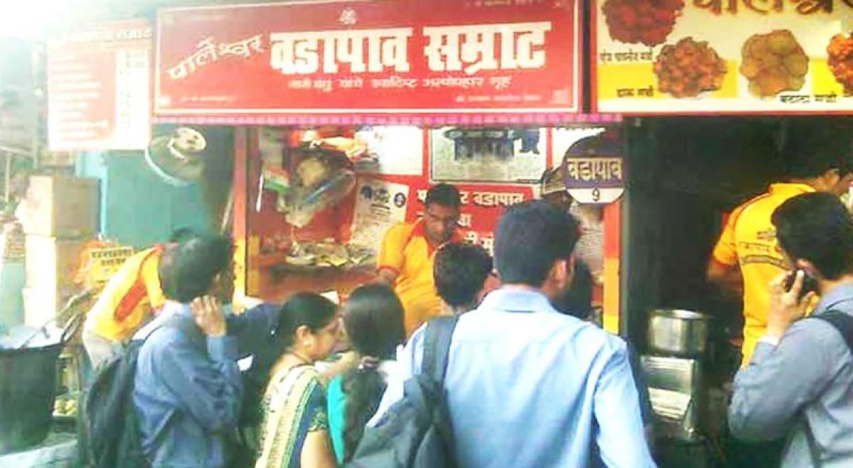 Samrat vada pav<br />Picture credits: couponraja.com