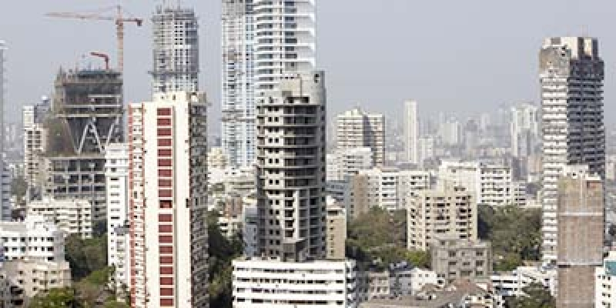 Mumbai construction skyline