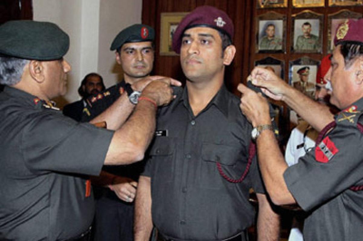 Mahendra Singh Dhoni  sweating hard to earn military badge!
