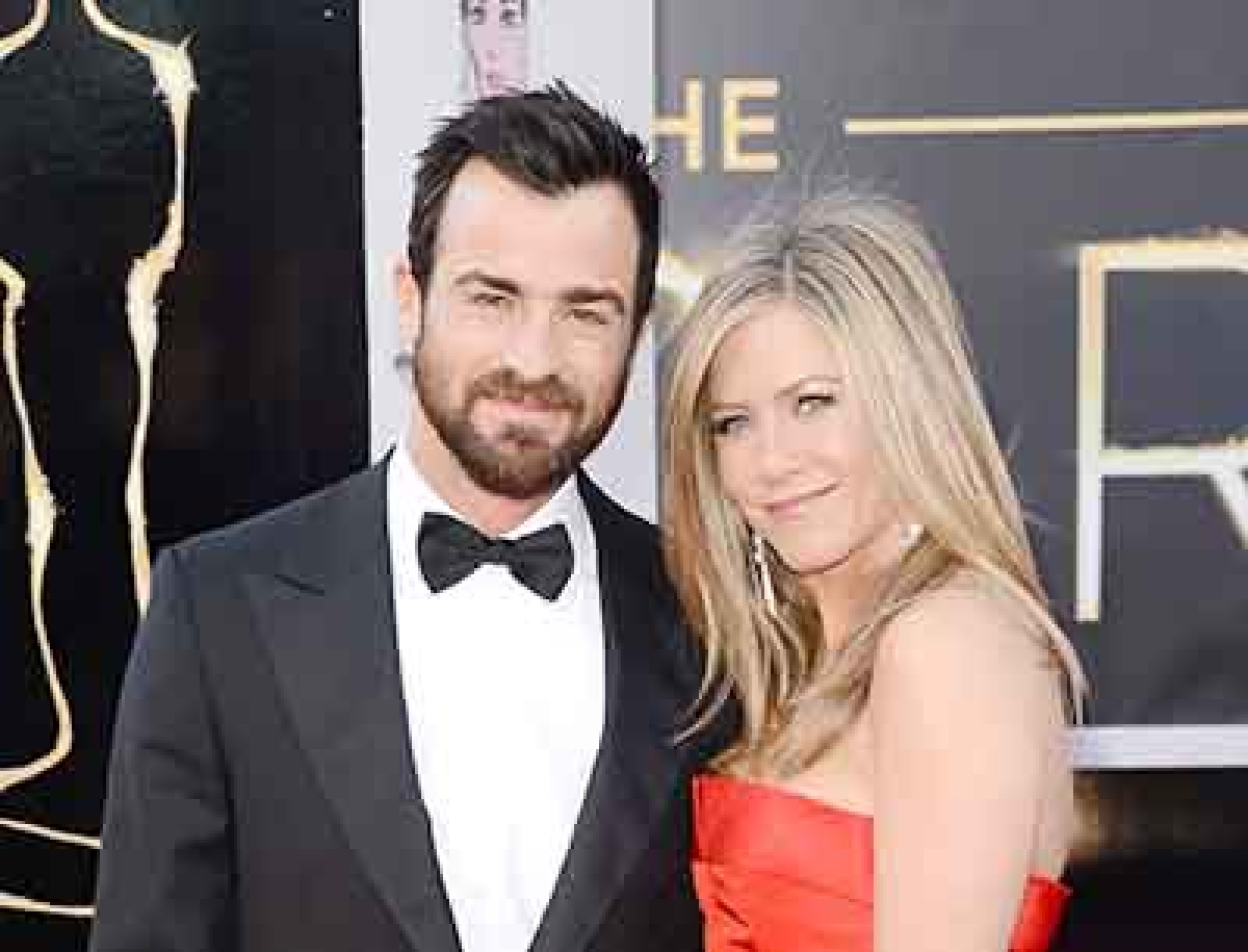 A-list wedding: Aniston, beau marry in secret!