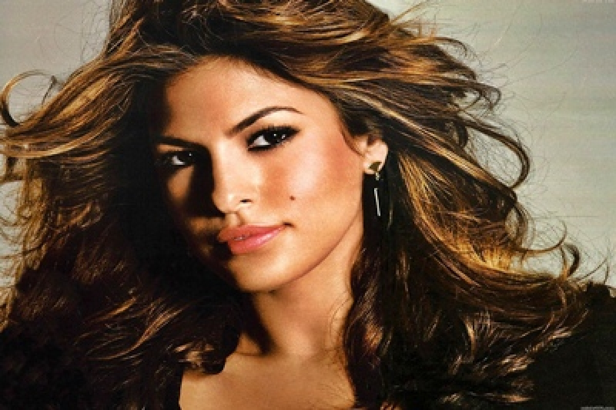 Eva Mendes sparks engagement rumors