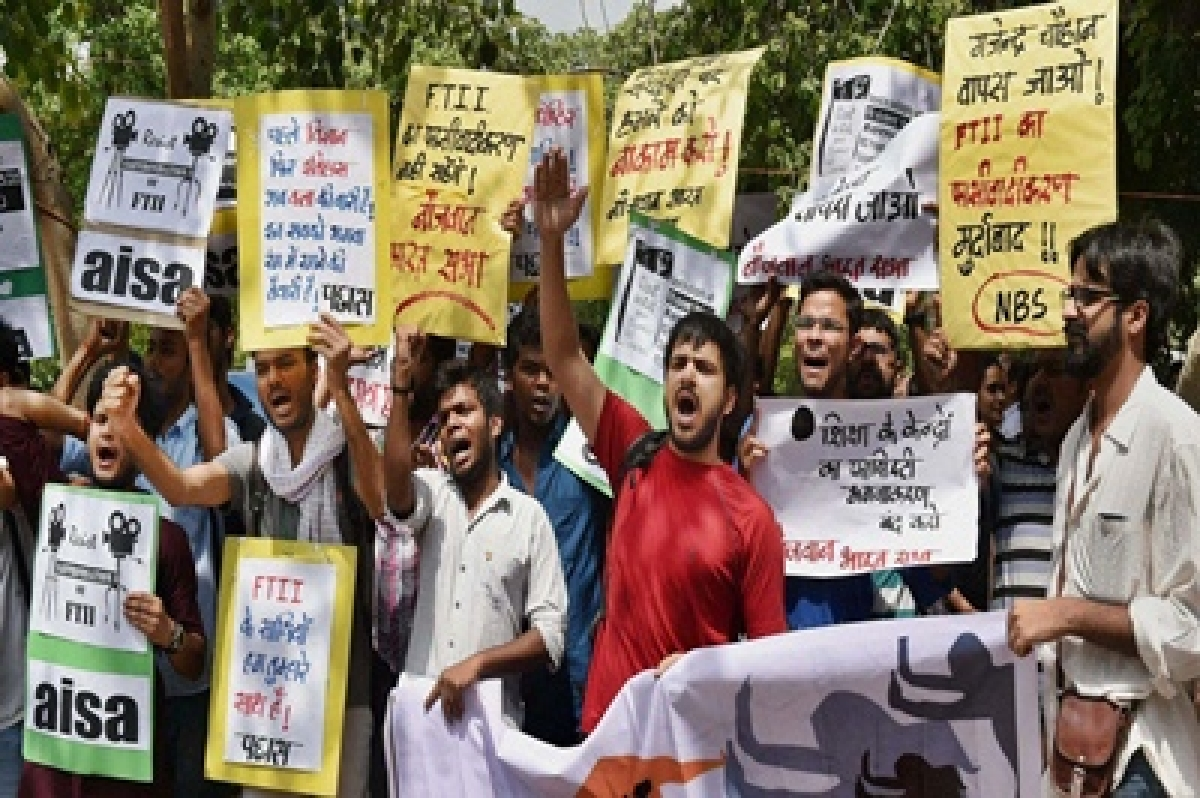 I&B officials, FTII students begin fourth round of talks