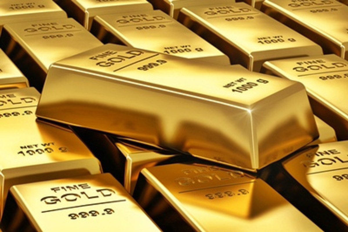 Gold extends losses; falls Rs 200 on global cues, low demand