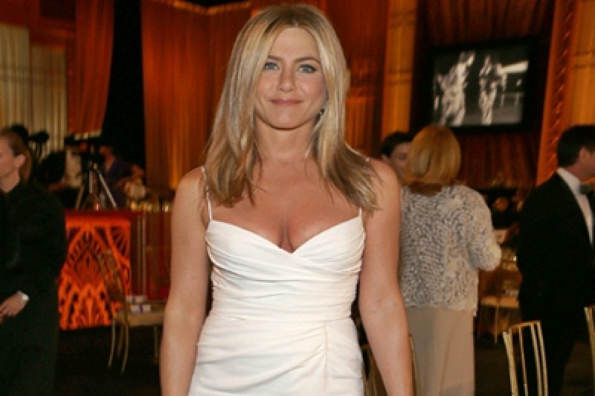 Glamorous Jennifer Aniston went simple on her wedding day