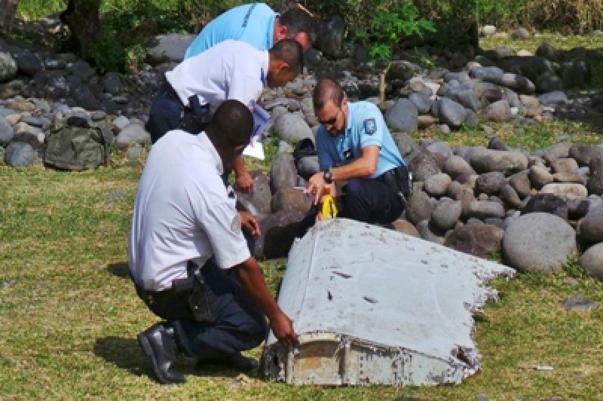 France hunts for more MH370 debris off Reunion island