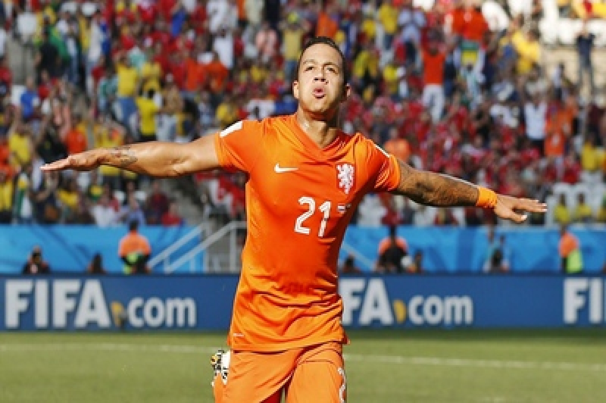 Memphis Depay double gives Man United play-off edge