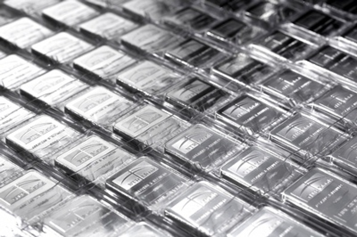 Silver halts six-day rally, slumps Rs 1,065 on global cues
