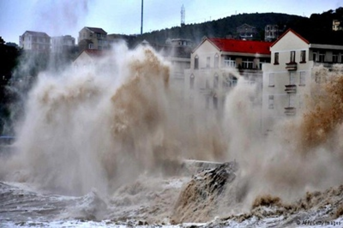 7 killed in devastation caused by typhoon Mujigae in China