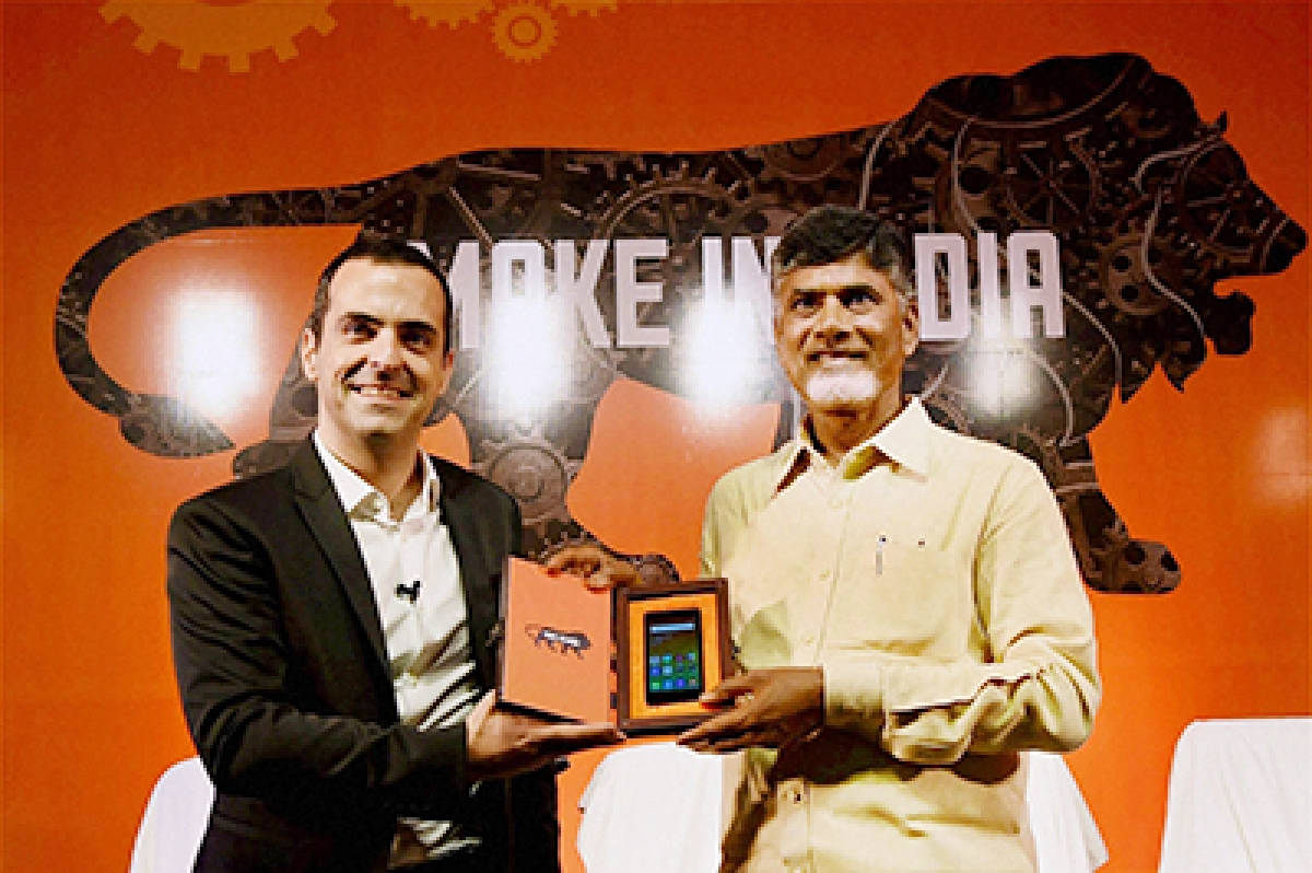 Visakhapatnam: Andhra Pradesh Chief Minister N Chandrababu Naidu with Hugo Barra, VP Global Xiaomi during the launch of India's first Xiaomi-manufactured smart phone in Visakhapatnam on Monday. PTI Photo by Subhav Shukla   (PTI8_10_2015_000092B)