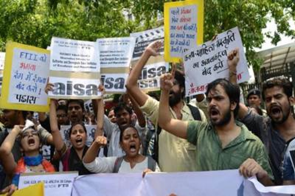 FTII, censor board issues kept I&B ministry busy in 2015