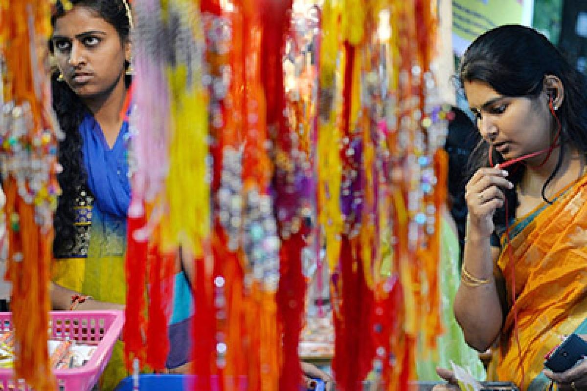 On Raksha Bandhan, police 'brethren' do two 'sisters' proud