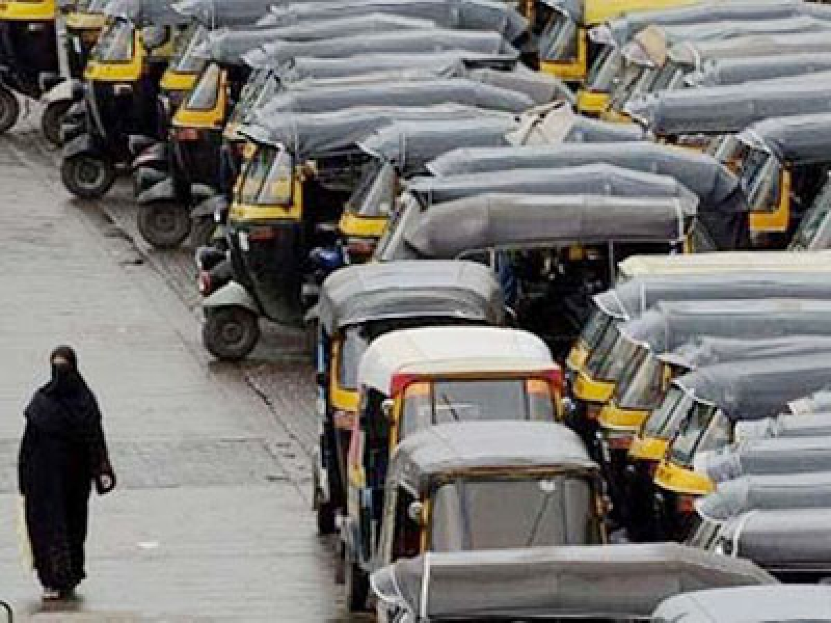 'Auto permits have gone in the past to non-Marathi people'