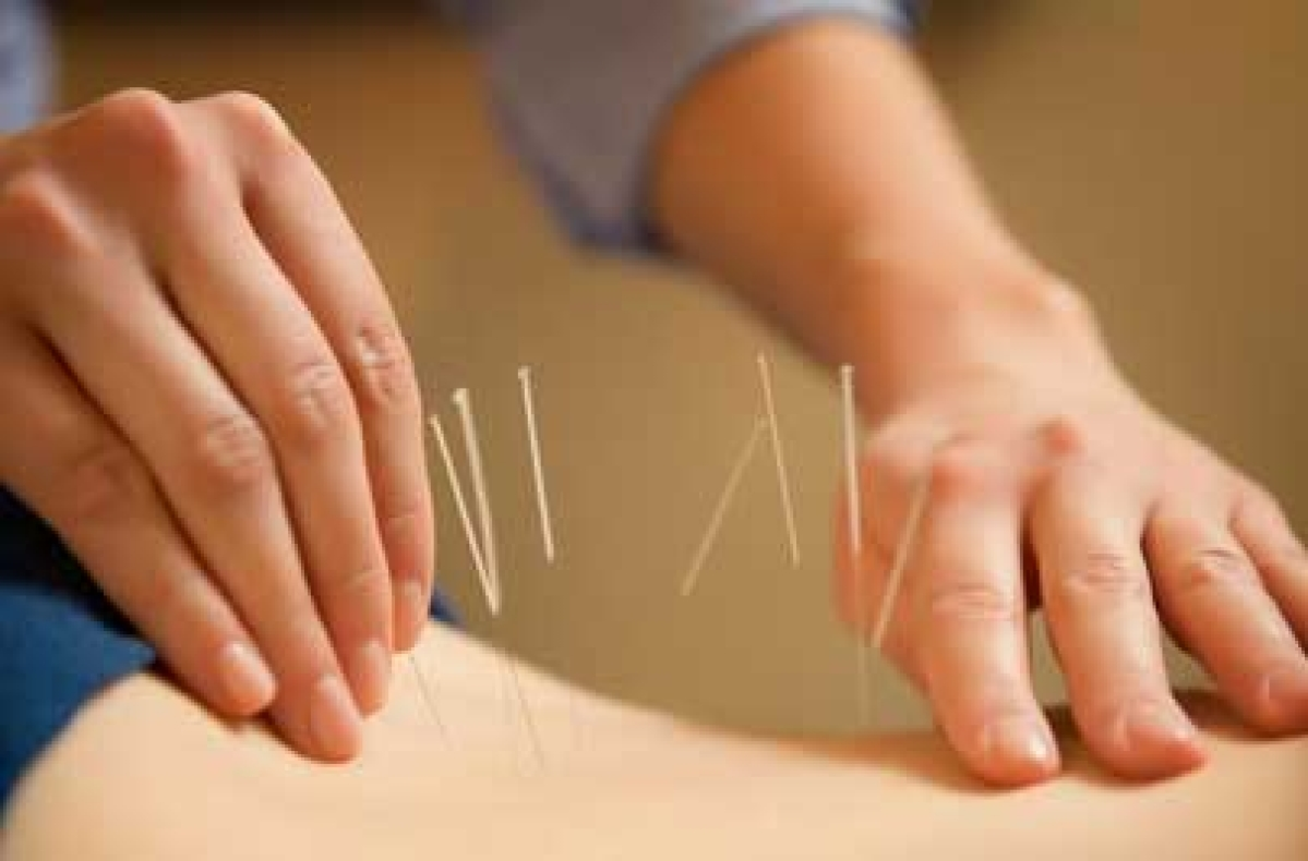 Acupuncture curbs hot flashes in breast cancer survivors