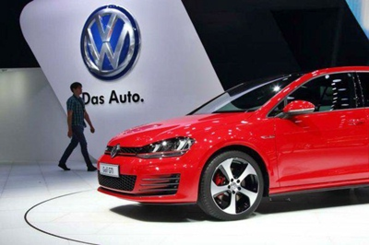 VW chief apologises over emissions scandal on first US trip