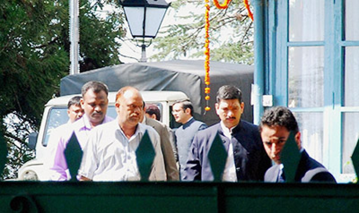 Assets case: CBI raids Virbhadra's premises
