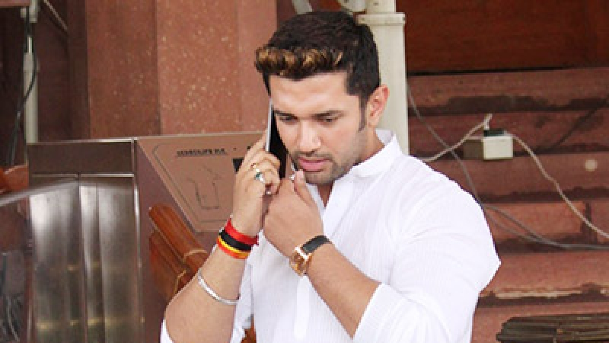 Chirag Paswan dumps Nitish, only wants truck with BJP