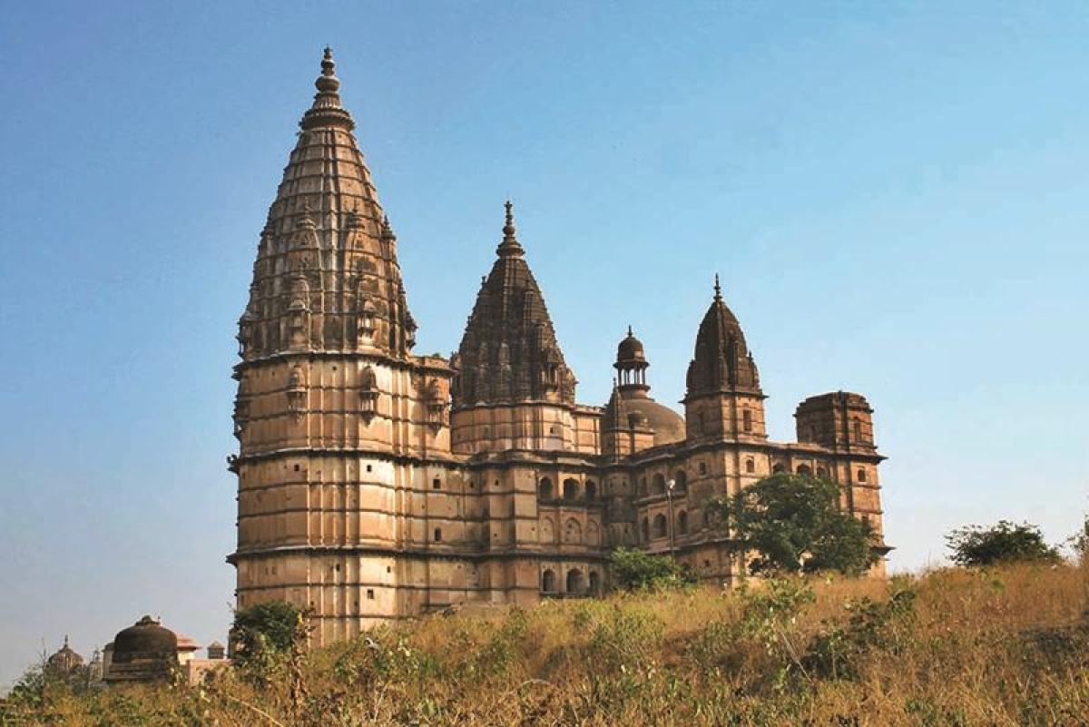 Chaturbhuj Temple<br /> Picture credits: www.mptourism.com