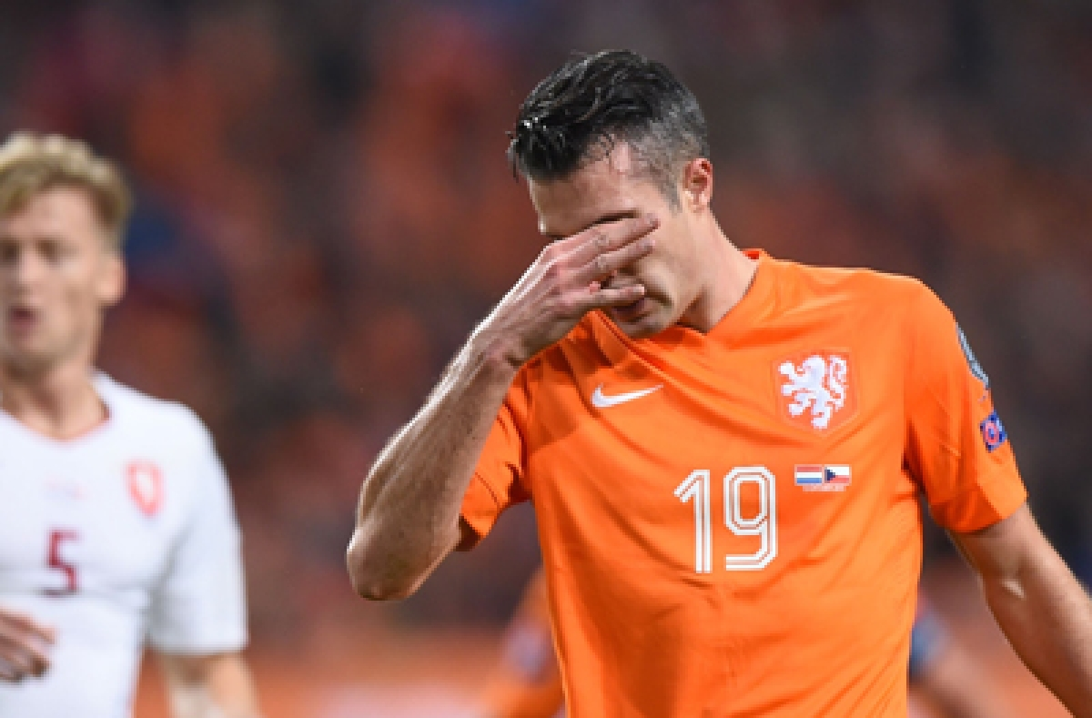 TOPSHOTS Netherlands' Robin van Persie reacts during  the Euro 2016 qualifying fooball match Netherlands vs Czech Republic at the Amsterdam Arena in Amsterdam, October 13, 2015. AFP PHOTO/Emmanuel Dunand
