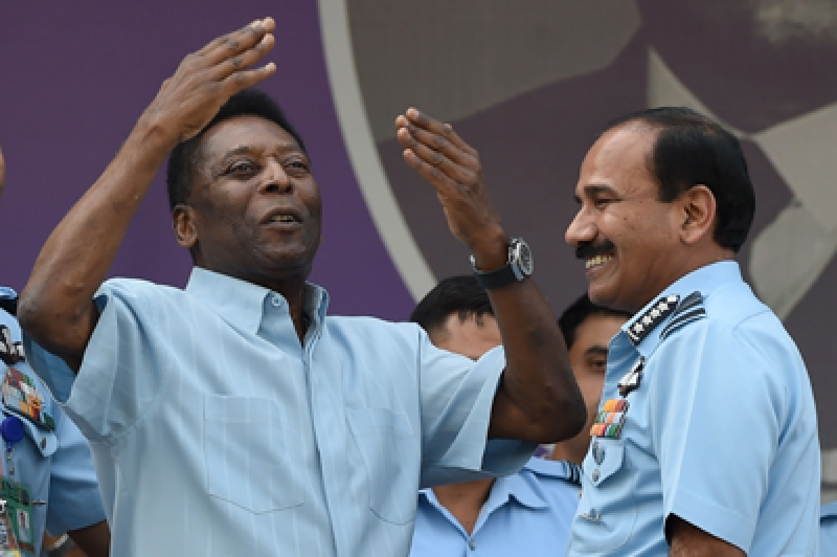 Pele mesmerises fans, ends India visit