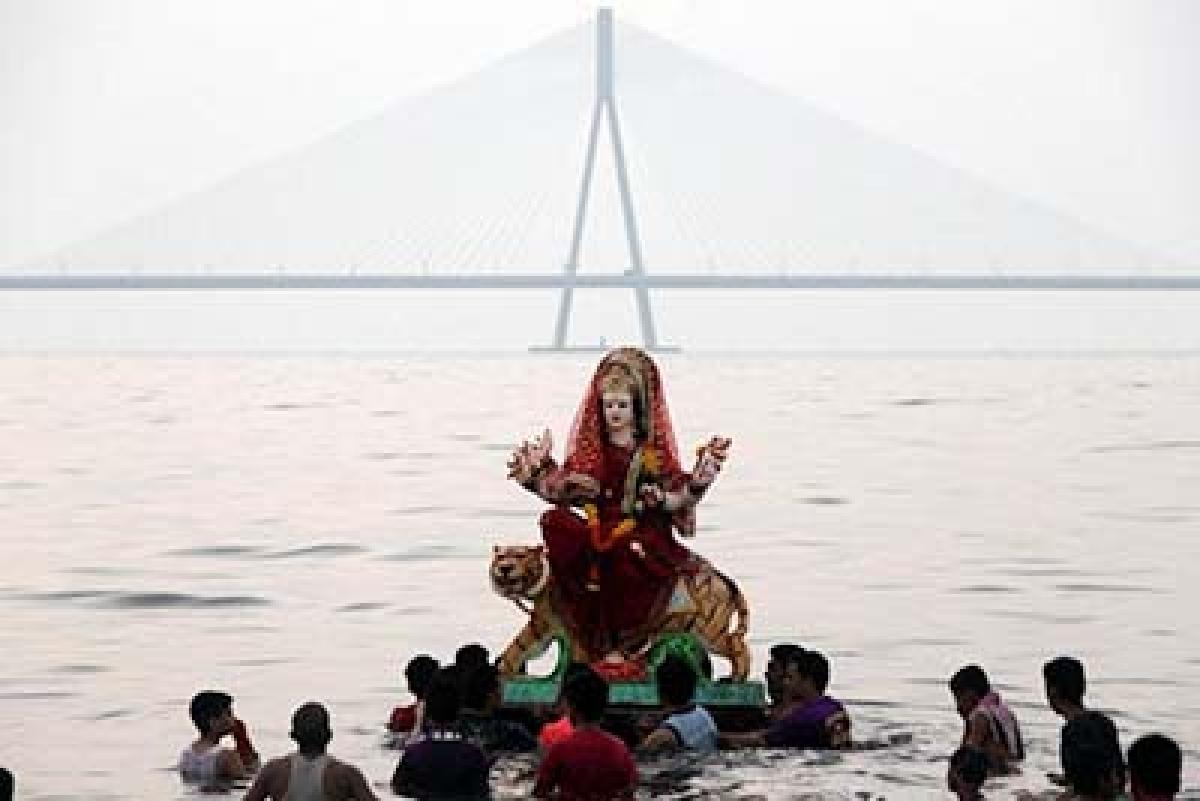 Traffic cops brace for Durga idol immersions