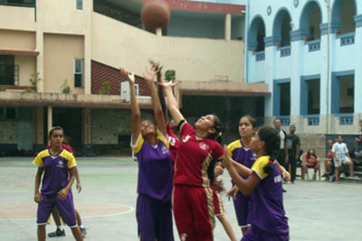 Basketball: Divine Child in semis
