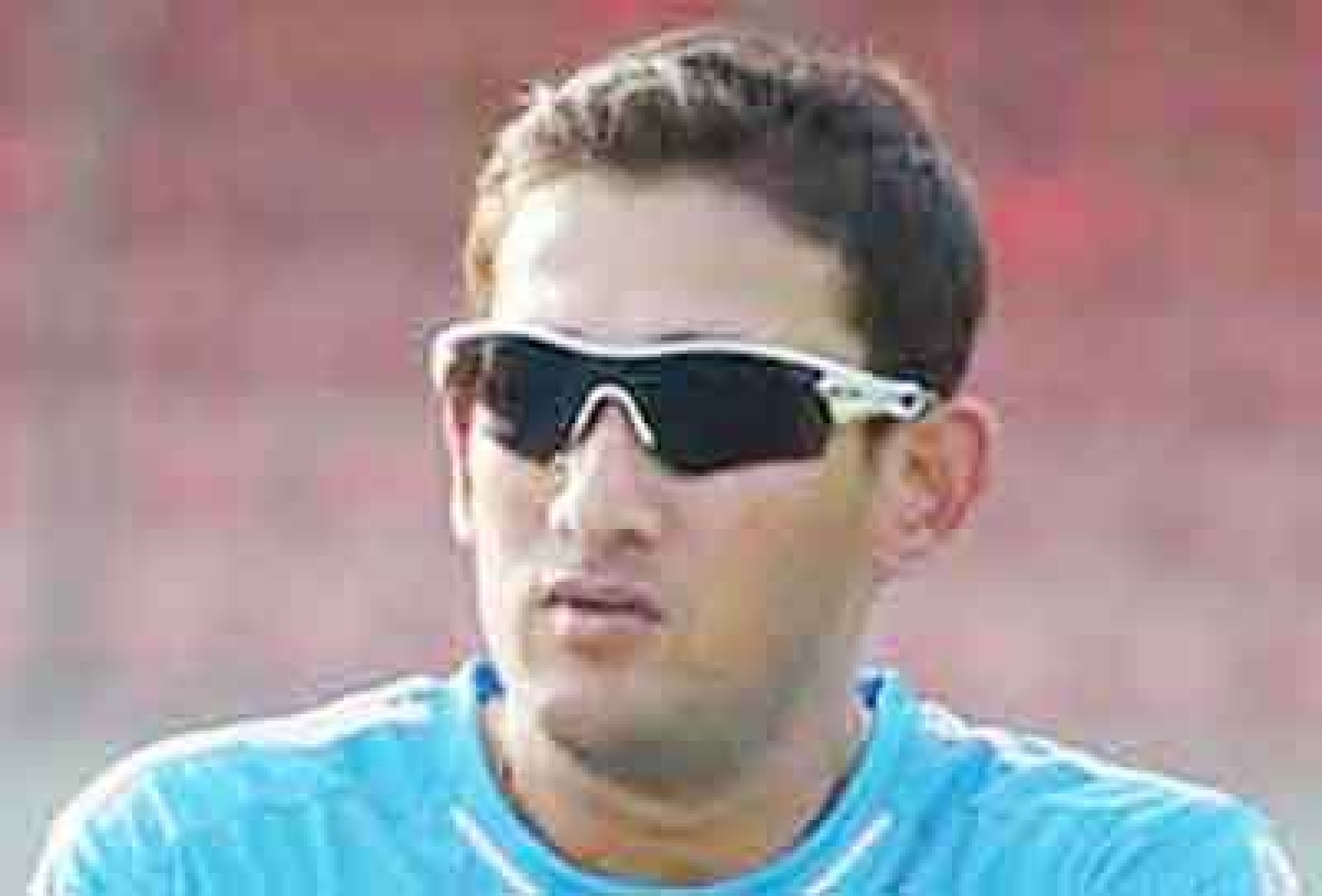 Agarkar questions Dhoni's place in India team