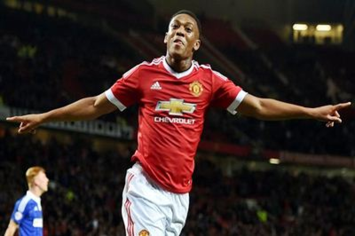 Rooney not in form to replace 'striker' Martial